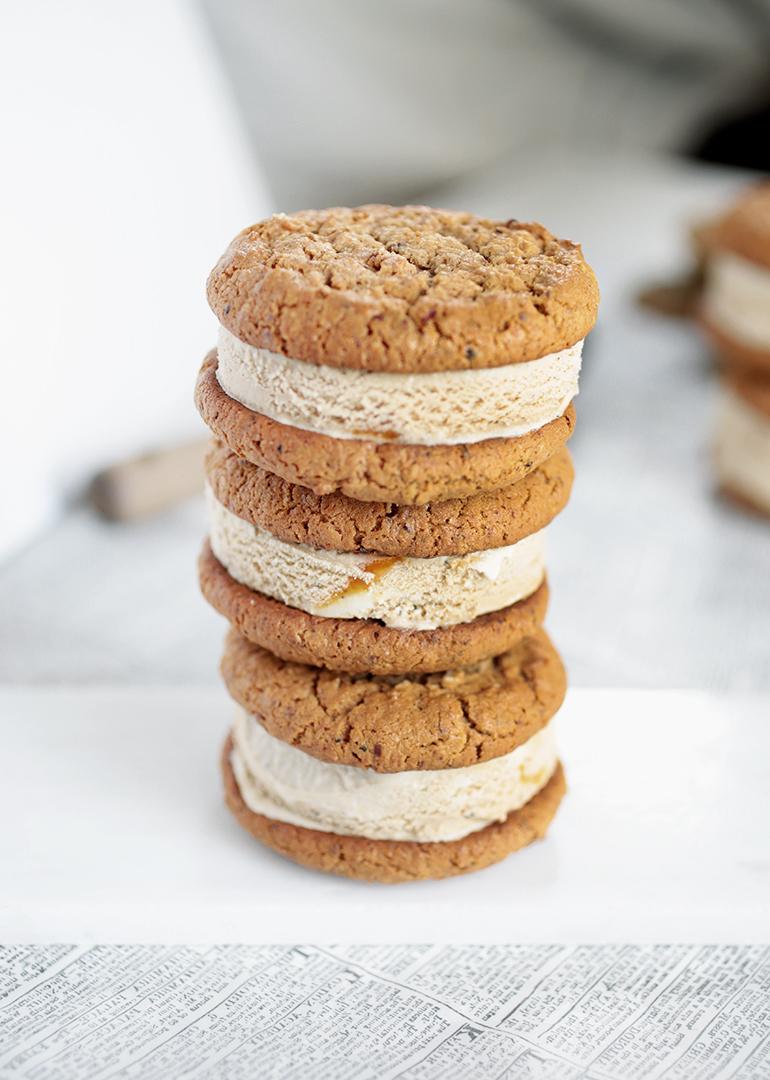 Pumpkin Spice Latte Ice Cream Sandwiches @themerrythought