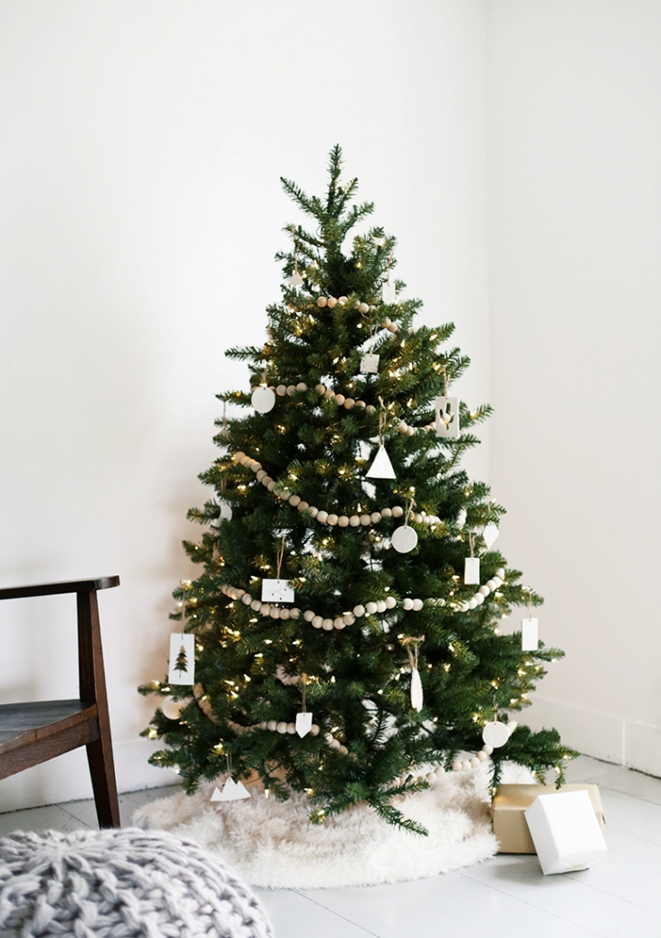 Minimal Christmas Tree @themerrythought