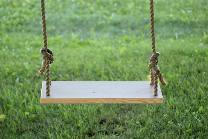 DIY Tree Swing @themerrythought