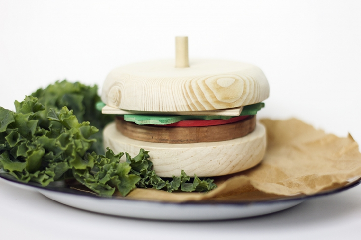 DIY Wooden Hamburger @themerrythought
