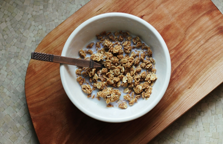 Homemade Peanut Butter Granola @themerrythought