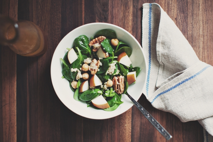 Spinach, Quinoa & Pear Salad // The Merrythought